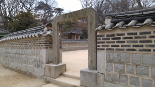 entry way made up of a single slab of stone
