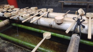 purification trough, used to clean your hands and mouth before entering