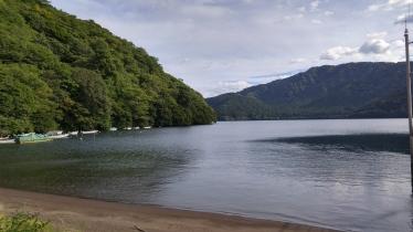 lake ashi shore