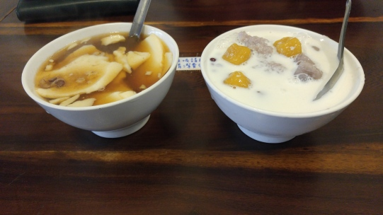 Dòu huā (豆花)Tofu pudding and Yù yuán (芋圓): Taro balls
