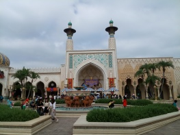 Picture of Tiger Fountain in front of the Magical Lamp Theater at the Arabian Coast