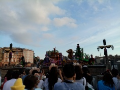 Jafar's float with dancers